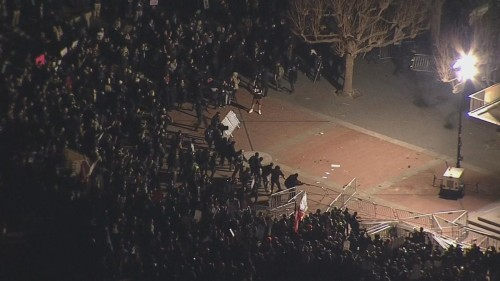 berkeley-protests-riot-crowd
