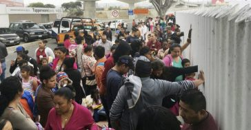 Asylum-seekers-line-up-at-US-Mexico-border-780x405